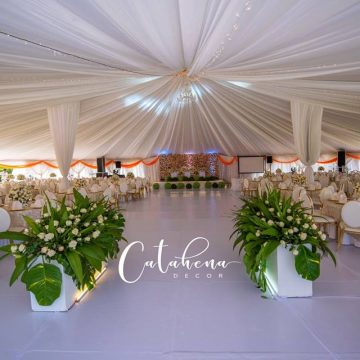 Abbey and Lelia's wedding decor via mikolo.com